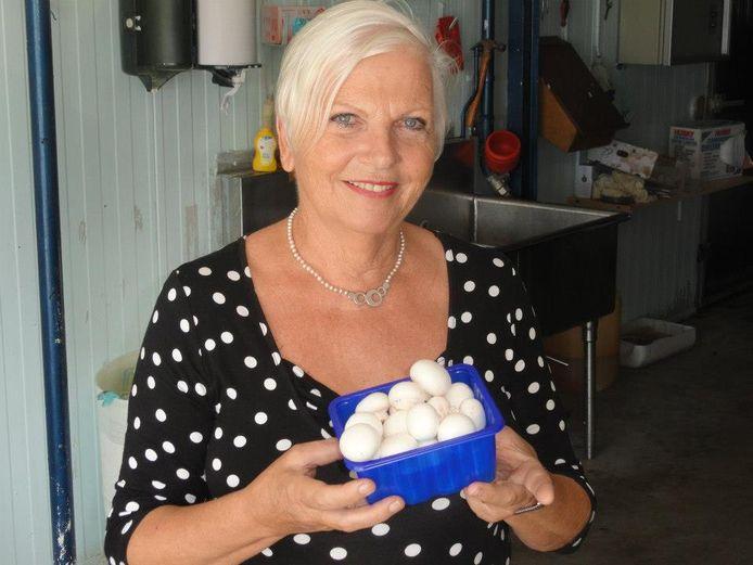 De Huissense Maria Tonk (73) emigreerde in 1989 naar Curaçao en leeft sinds 1995 op Aruba. Ze vertelt in het kader van de serie Het Virus en ik over de corona-situatie op het Benedenwindse eiland.