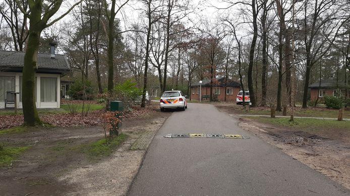 De politie was met meerdere eenheden ter plaatste op het bungalowpark in Putten.