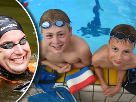 Imme en Jonas uit Zeist zwemmen (een stukje) mee met held Maarten van der Weijden