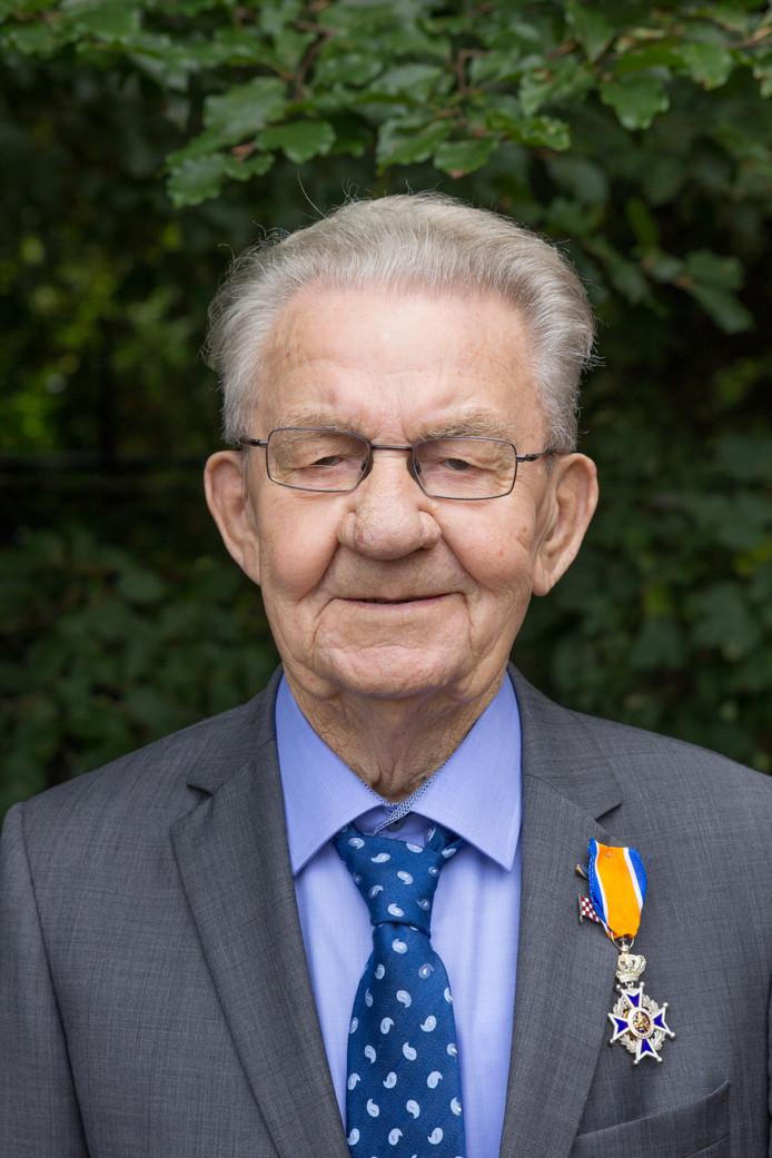 Jan Geerts kreeg voor al zijn inzet voor de Gemondse gemeenschap de onderscheiding Ridder in de Orde van Oranje Nassau.