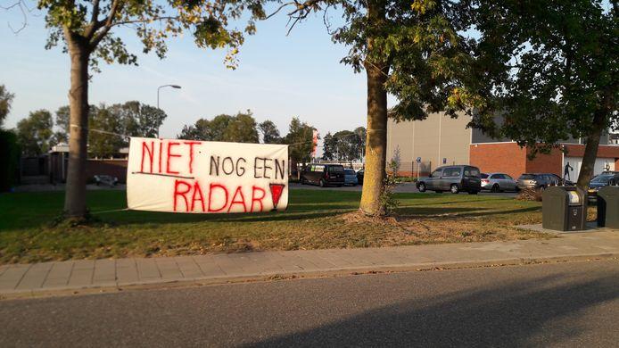 De inwoners van Herwijnen willen niet dat de nieuwe defensieradar in hun dorp wordt gebouwd.