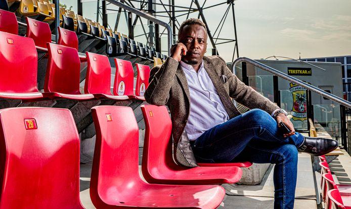 Zaakwaarnemer Shallon Nkeshimana in het stadion van de club die zijn hart veroverde.