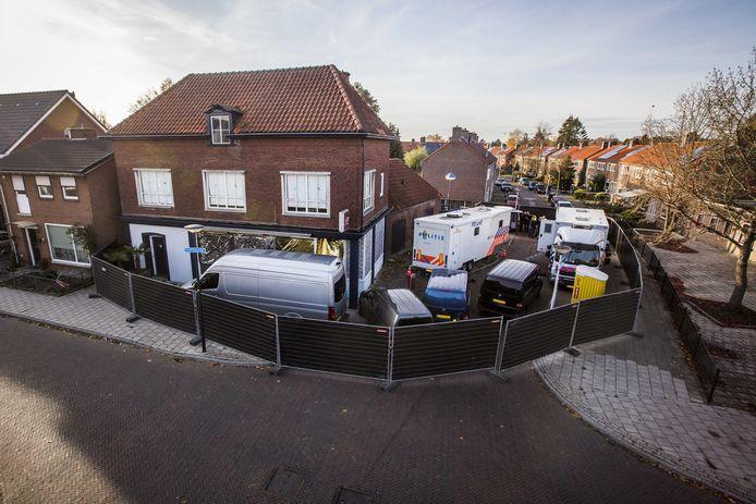 Het pand aan de Van Leeuwenhoekstraat waar de viervoudige moord plaatsvond