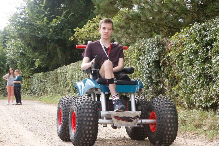 Tom op pad met de CadWeazle, een elektrische off-road rolstoel.