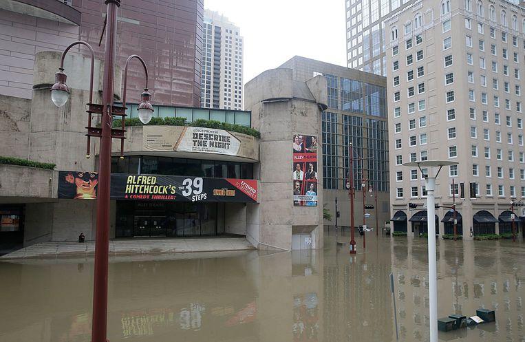 Ook het theatherdistrict in Houston staat onder water. Beeld AFP