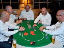Vijf kale vrienden gaan elke maand samen pokeren: 'Wij zijn de Baldy Pokerkings'