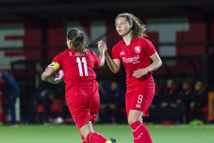 Fenna Kalma (rechts) en Renate Jansen maakten in Rotterdam de doelpunten.