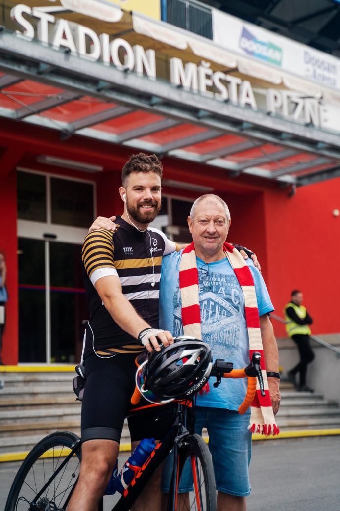 Jorrit komt aan bij het stadion in Pilsen.