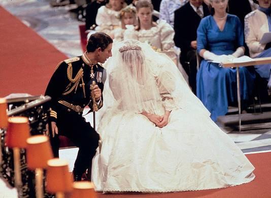 Charles en Diana tijdens hun huwelijk in St. Paul's Cathedral in Londen.