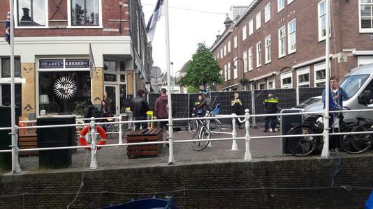 Coffeeshops in Breestraat en Peperstraat in Delft onder vuur genomen.