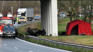 Wagen gaat over de kop op A12: overleden Nederlanders (19 en 21) pas uren later ontdekt