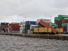 17 containers waaien weg tijdens storm in Bergen op Zoom