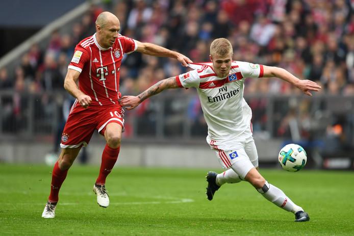 HSV'er Rick van Drongelen in duel met landgenoot Arjen Robben