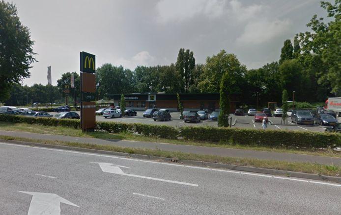 De McDonalds langs de Rijksweg in Udenhout.