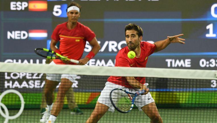 Nadal en Lopez (rechts) in actie tegen Haase en Rojer. Beeld afp