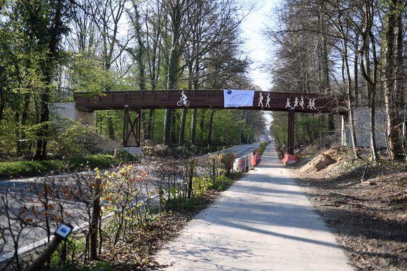Al graffiti op de nieuwe brug over de Naamsesteenweg in Blanden.