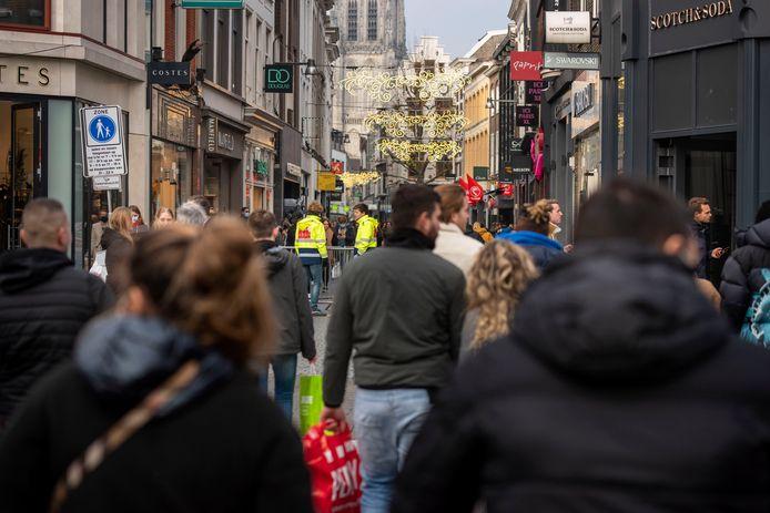 Zondag 29 november: ondanks corona trekken veel shoppers de Bredase binnenstad in