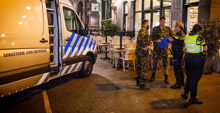 De EOD en de politie deden onderzoek in de Voetboogstraat Beeld anp
