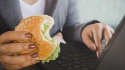 Hoe (on)gezond is lunchen achter je bureau?