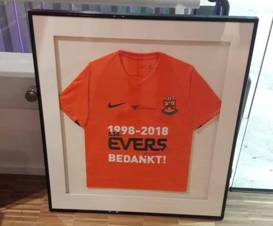 Het speciale Evers-bedankt-shirt van HHC, waarin de tweedeklasser in 2019 zijn eerste wedstrijd speelt.