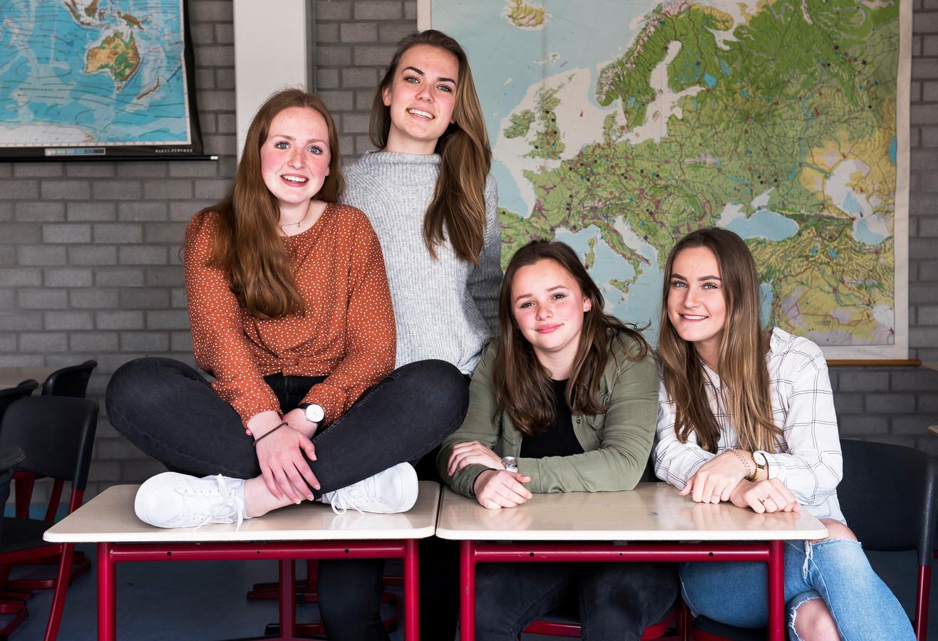Meike (links), Isabel, Debbie en Danique hebben de nieuwe service Blijbaantje bedacht.