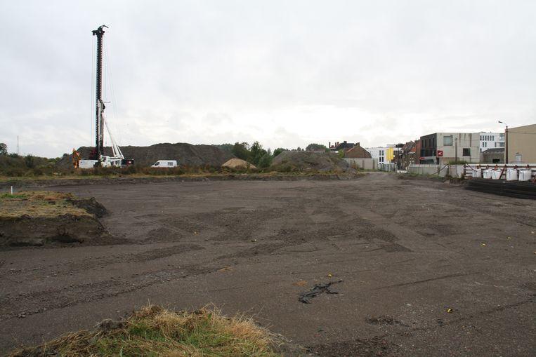 Hier komt binnen twee jaar de Suikertoren, aan de kant van de Zuidburgweg.