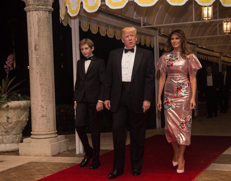 Donald Trump, Melania en zoon Barron komen toe in het Mar-a-Lago resort in Palm Beach, Florida