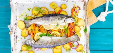 Wat Eten We Vandaag: Regenboogforel uit de oven met aardappel en paprika
