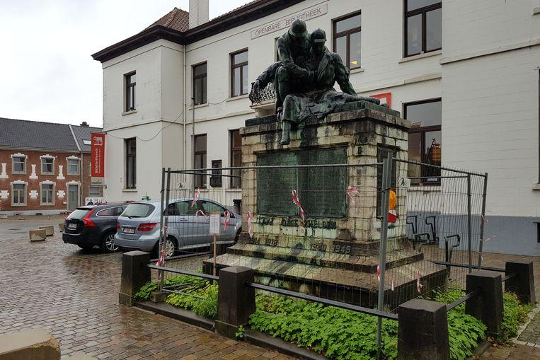 Het monument voor de oorlogsslachtoffers wordt binnenkort weggehaald voor restauratie.