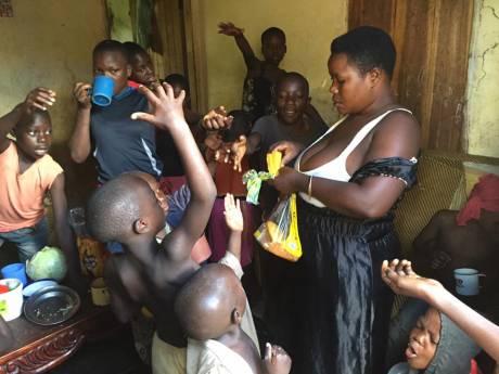 Na 44 kinderen mag 'meest vruchtbare vrouw van Oeganda' er geen meer bij krijgen