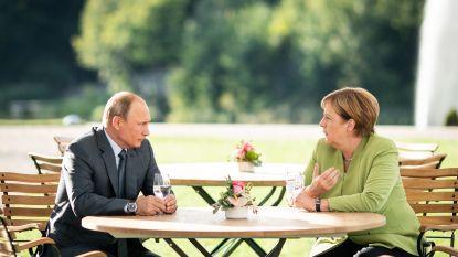 Poetin wil Europese hulp bij heropbouw Syrië, Merkel eist verkiezingen