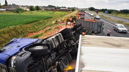 Drie ongevallen op E403: vrachtwagen kantelt in staart van file na ongeval, auto knalt wat later op andere truck