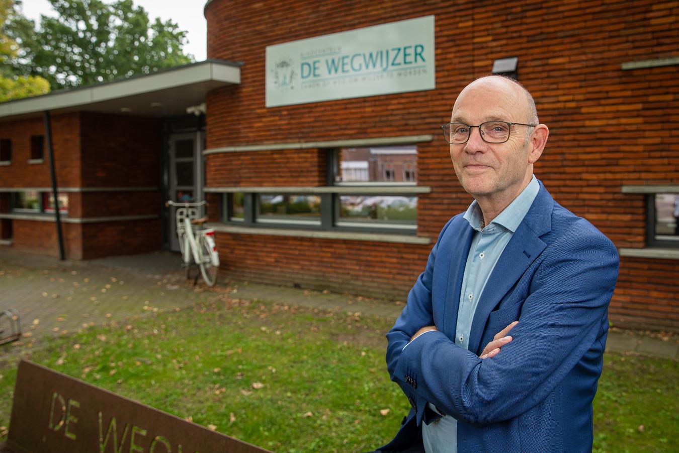 Bestuurder Gerard van der Burgt van GroeiSaam voor basisschool De Wegwijzer in Winssen.