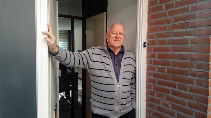 Johan van den Brink woont in de  Utrechtse wijk Overvecht. Hij schrok flink van de waarschuwingsschoten afgelopen nacht.