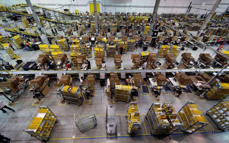 Frans distributiecentrum van Amazon.  Beeld Reuters
