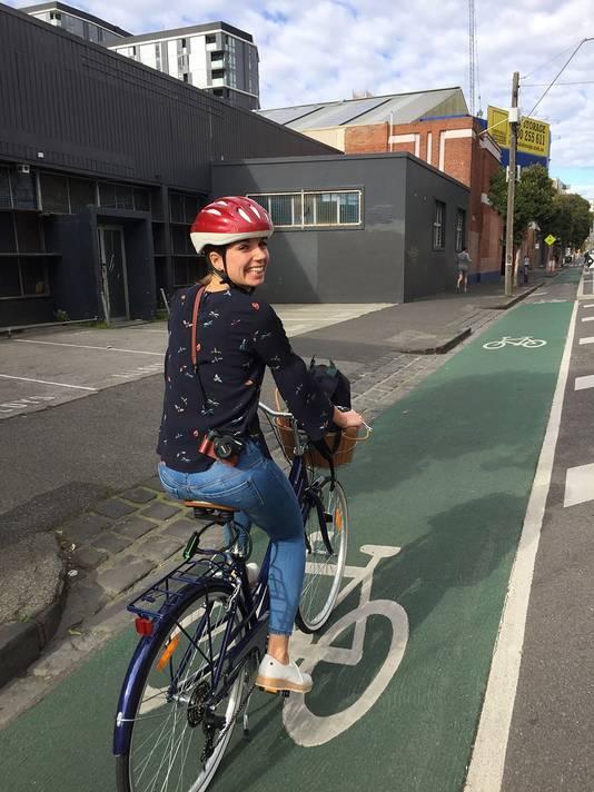 Gitta Scheenhouwer op haar fiets in Australië
