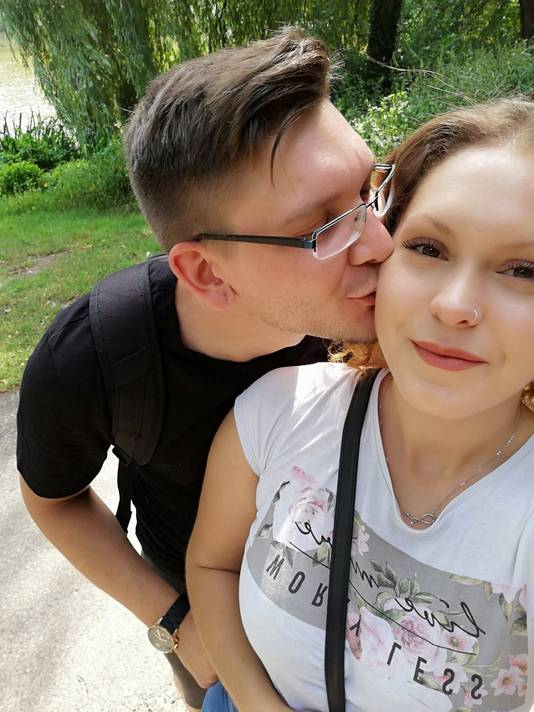 Het kersverse verloofde stel uit Duitsland: Jasa (links) en Kimberley