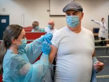De jaarlijkse griepspuit: 'Honderden patiënten via voordeur erin en via achterdeur eruit'