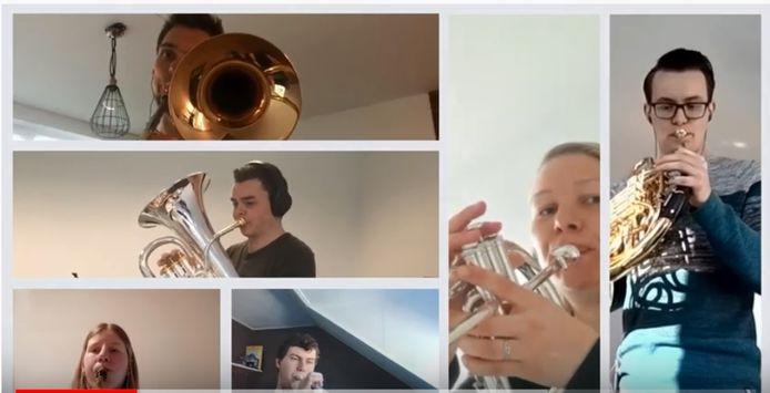 De thuisblijfmuzikanten van Sint Caecilia in actie.