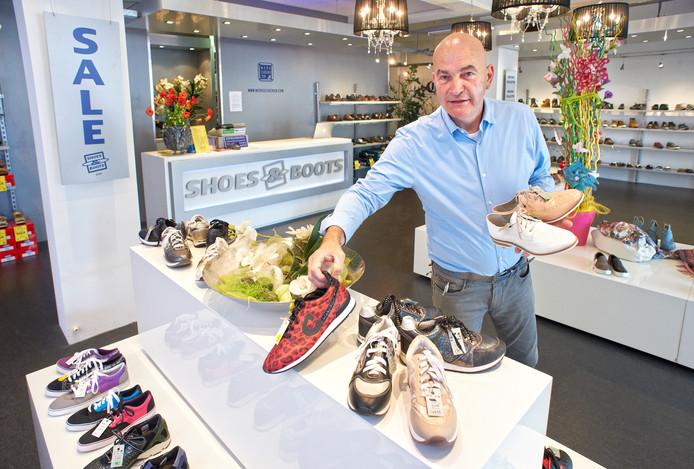 Cor Broeren neemt na 36 jaar afscheid van zijn fysieke winkel in Oss.