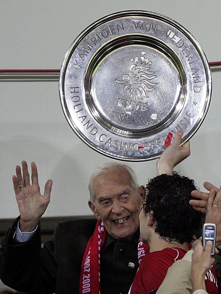 Oersupporter en laatste directeur met de familienaam Frits Philips na het in 2005 behaalde 18e landskampioenschap. Op 5 december dat jaar overleed hij, 18 jaar oud. Beeld anp