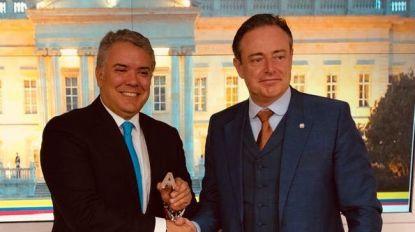 Een onderonsje met de president en bij de DEA op de koffie: De Wever heeft het naar zijn zin in Colombia