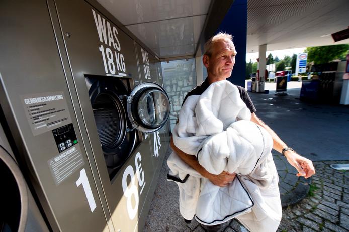 De wasmachines bij het Esso Raap tankstation aan de Zwolseweg worden veel gebruikt om paardendekens in te wassen.
