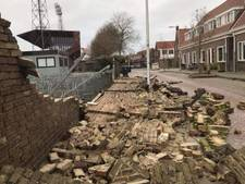 Storm blaast stadionmuur Go Ahead Eagles omver