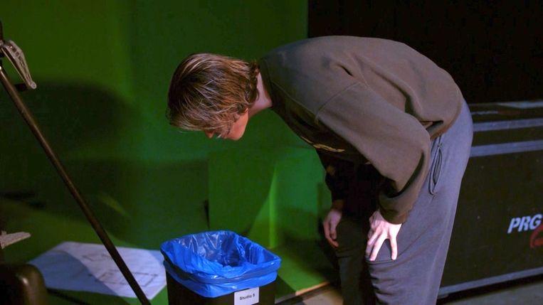 Ian Thomas neemt hap van rode peper en eindigt boven de vuilbak.