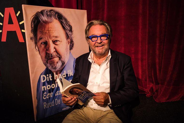Ruud De Ridder met z'n autobiografie 'Dit had ik nooit verwacht'.