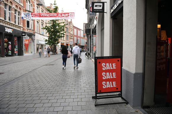 De Diestsestraat op zondag...je zou niet denken dat het solden zijn als je dit beeld te zien krijgt.