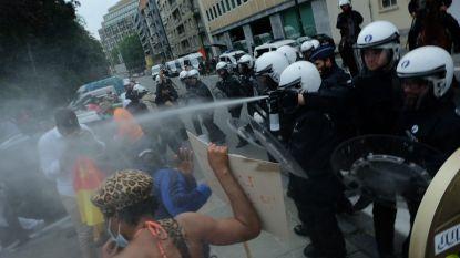 Politie gebruikt traangas tegen Kameroense betogers die Schumanplein op willen