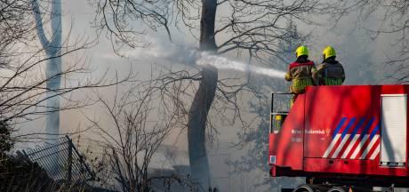 Schuur brandt uit in Milsbeek, veel rookontwikkeling