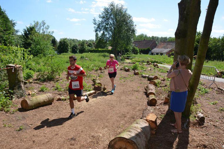 De deelnemers ontdekten langs het parcours de nieuwe trage weg 'Drieswegel'.